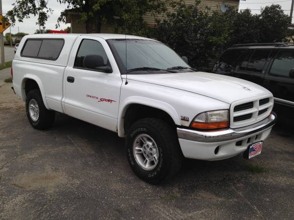 Dodge Dakota/4WD/Strong 318 V-8/Matching Topper!