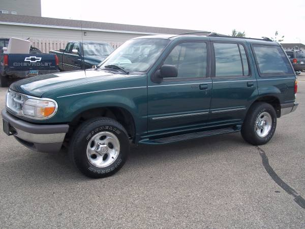 Ford 1997 Explorer XLT 2WD / leather / runs good /1-owner /