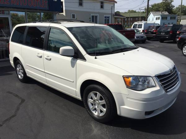 2008 CHRYSLER TOWN & COUNTRY TOURING---CLEAN CARFAX!!!-LIKE NEW!!!