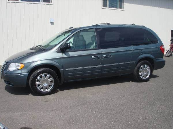2005 Chrysler Town & Country Limited *Loaded!*
