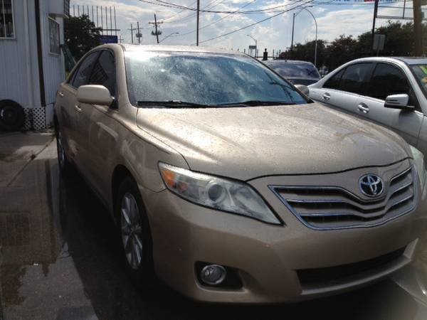 2011 TOYOTA CAMRY XLE GOLD