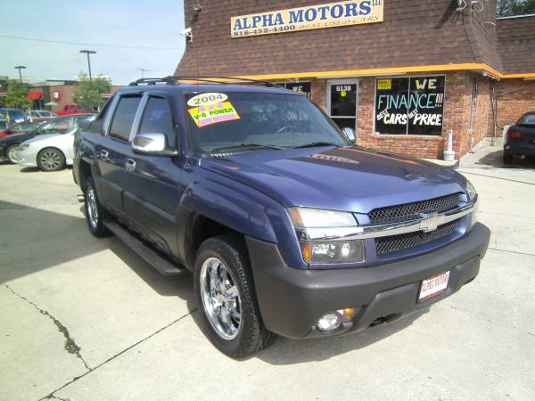 2004 CHEVY AVALANCHE 4X4, LOW MILES, CHROME WHEELS W/ NEW TIRES!