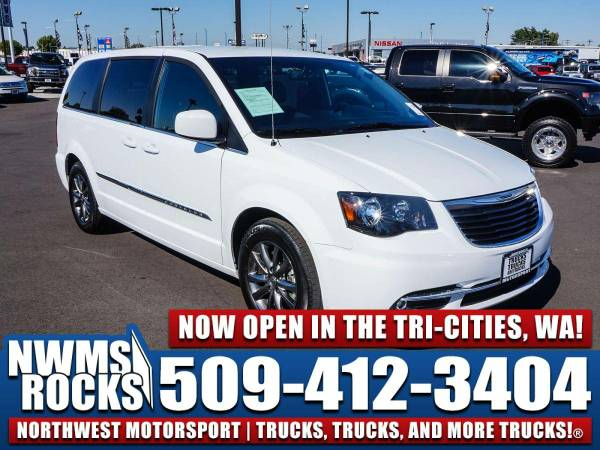 2016 *Chrysler Town And Country* FWD -