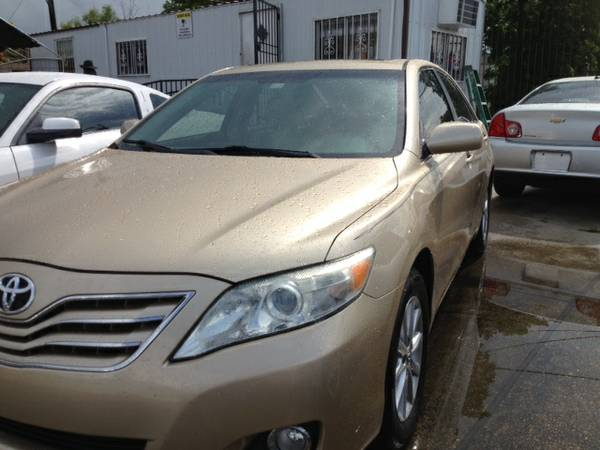 2011 TOYOTA CAMRY SE GOLD