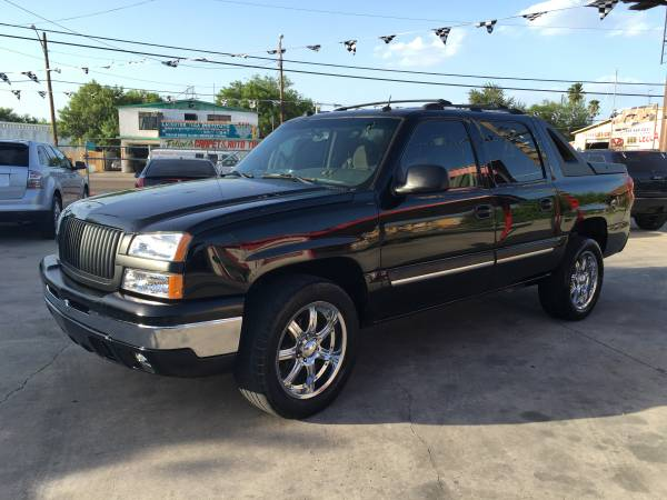 * * 2005 Chevrolet Avalanche * * We Finance * *