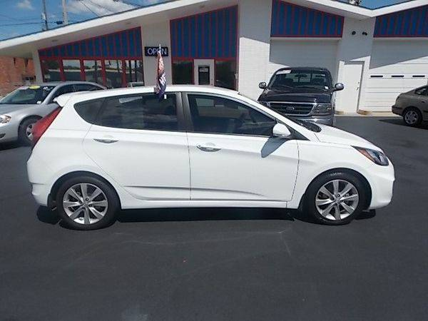 2013 *Hyundai* *Accent* SE 5-Door - $299 DOWN SALE!!
