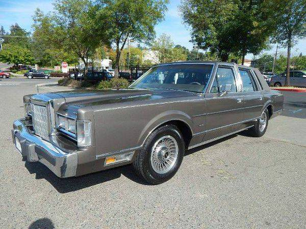 1988 *Lincoln* *Town* *Car* Base 4dr Sedan