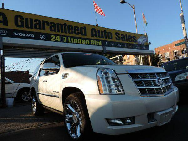 2011 *Cadillac* *Escalade* AWD Platinum *Buy-Here-Pay-Here & Finan
