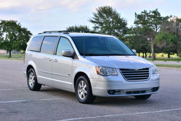 2008 Chrysler Town and Country Touring *Power Train Warranty Included*