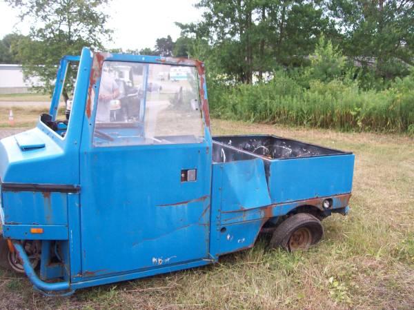 Cushman Truckster 1984