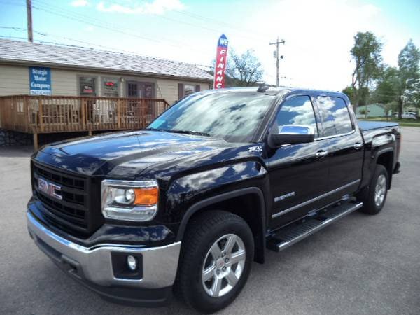 LIKE NEW! 2015 GMC Sierra 1500 SLT Crew V8 5.3L 4x4, only 8,000 miles
