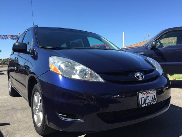 06 Toyota Sienna 3rd row & tv **CREDIT YES CASH DEAL YES**
