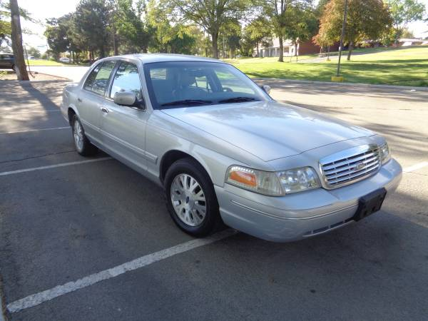 2003 Ford Crown Victoria LX, 4dr, auto, V8, only 67k miles! GOOD COND!
