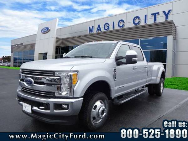 2017 *Ford F-350 Super Duty* Lariat (Silver)