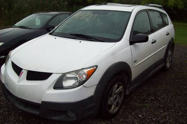 ***2004 Pontiac Vibe Gets Great Gas Mileage!- White***