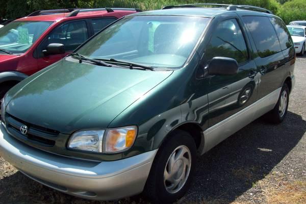 ***2000 Toyota Sienna XLE Minivan- Green***