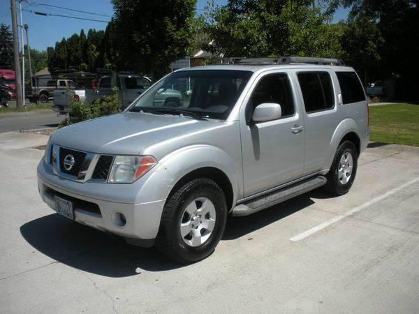 2005 *Nissan* *Pathfinder* SE 4dr SUV >>>Easy Financing Av