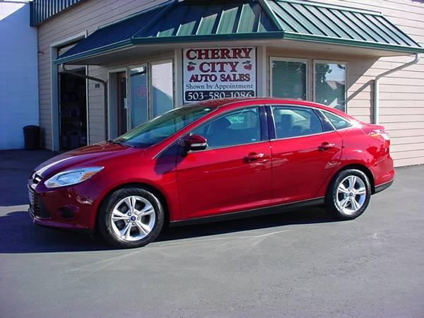 2014 FORD FOCUS SE SEDAN! ONLY 38K MILES!