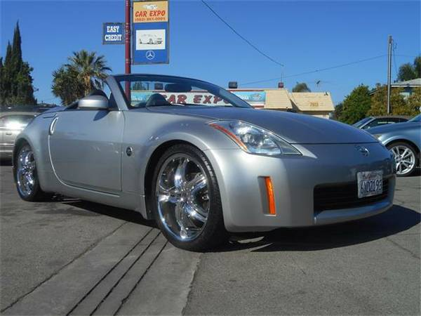 2005 NISSAN 350Z LUXORIES AND ECONOMIC ALL IN ONE!! LLAMEN AHORA!!