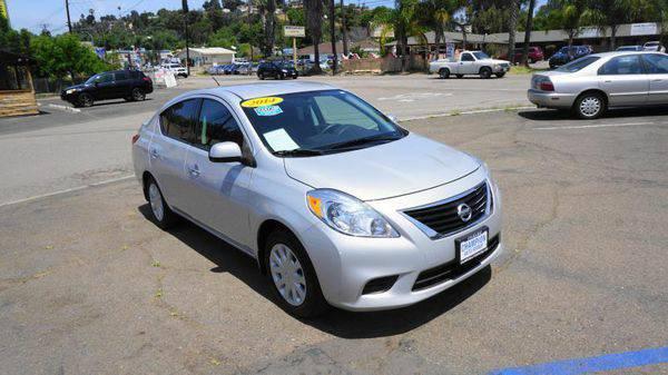 2014 *Nissan* *Versa* 1.6 S 4dr Sedan 4A -SOMOS LA CASA DE LOS LATINOS