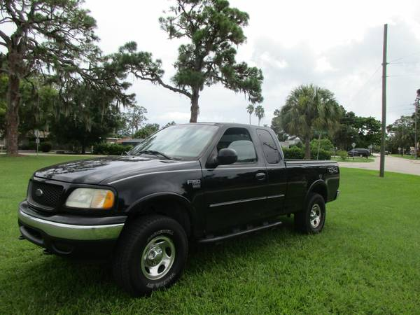 OPEN SAT & SUNDAY!!**2002 Ford F150 4X4 **
