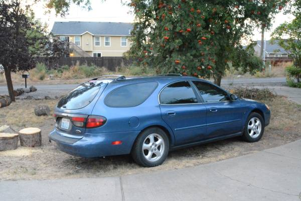 Low Milage Car 2002 Ford Taurus SE & Studded Tires
