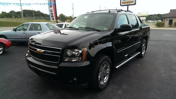 2007 Chevrolet Avalanche LTZ 4X4 -Located across from the Jr. High