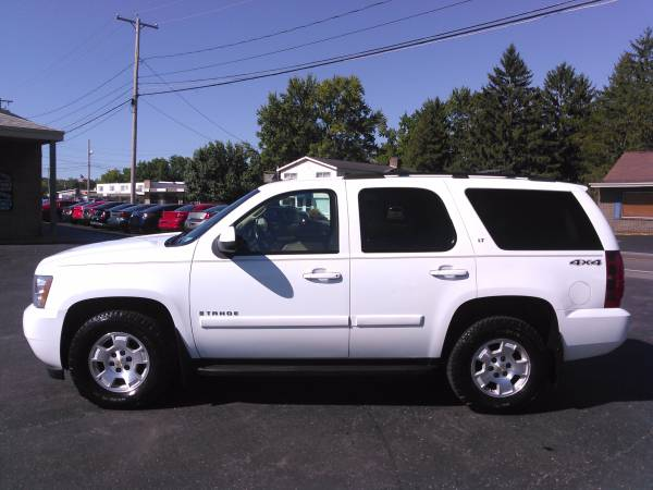 2007 CHEVY TAHOE LT 4X4 LOADED! NAV, HTD LEATHER, ROOF, DVD! MUST SEE!