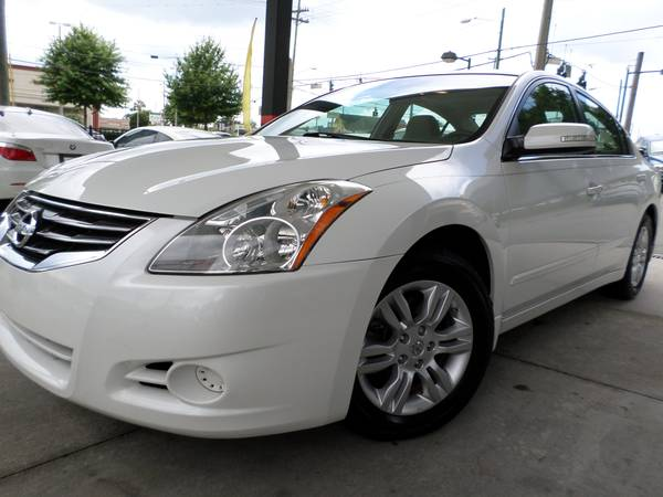 2010 Nissan Altima white Backup Camera Bose Stereo 79k miles