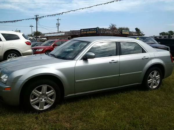 2005 Chrysler 300 Limited / Like New /
