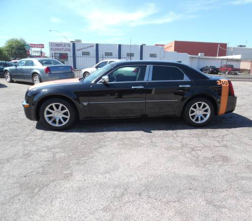 2005 Chrysler 300 with a hemi 5.7 ltr V/8CAR FAX 1 OWNER