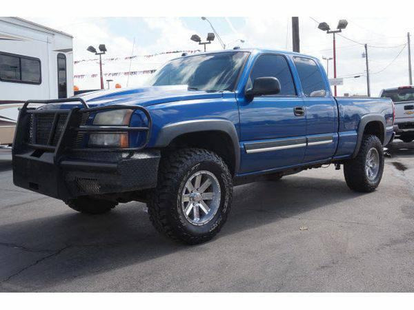 2004 *Chevrolet* *Silverado* *1500* LS PICKUP 4D 6 1/2 F