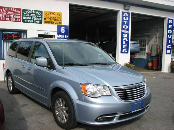 1 OWNER ~2012 CHRYSLER TOWN & COUNTRY~6 MO/7500 MI WARRANTY~FINANCING