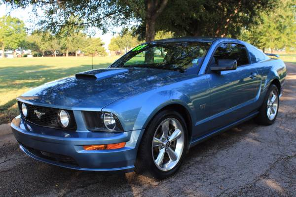 2007 FORD MUSTANG GT CLEAN CARFAX! FUN AND SPORTY!