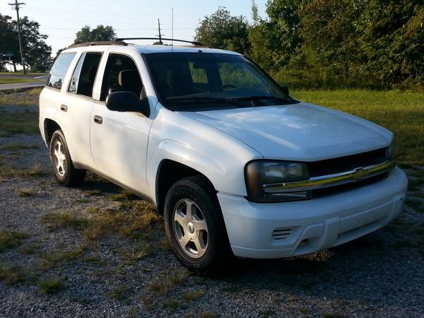 2003 Chevrolet Trail Blazer!!! Six Cylinder!!! Clean Title!!!