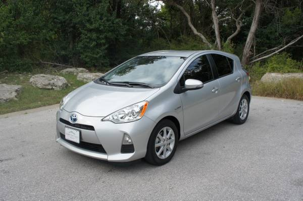 2014 Toyota Prius C Three - 27k, Under Warranty, Like New!