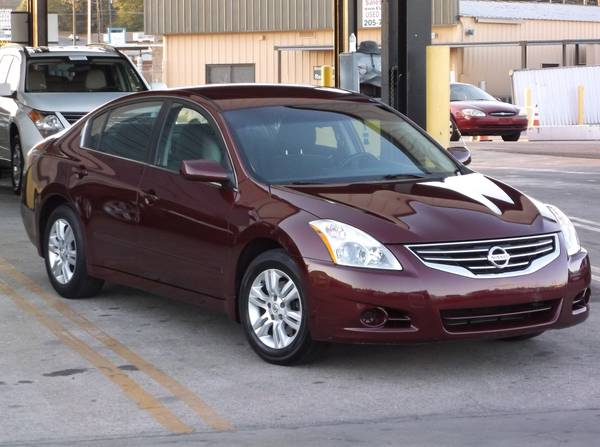 2010 Nissan Altima 2.5S. ONLY 75k Miles! SUPER CLEAN!