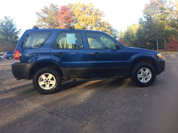 2007 Ford Escape XLS 4dr SUV **GREAT RUNNER**