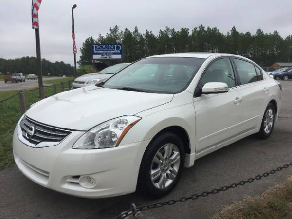 2011 Nissan Altima Leather, Roof, Loaded with options