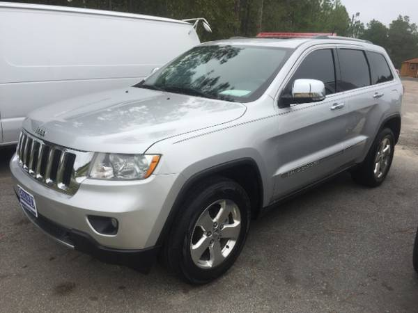 2011 Jeep Grand Cherokee Limited Leather, Pano Roof, Navigation