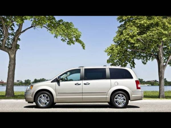 2010 *Chrysler*Town & Country* 4dr Wgn LX - (SILVER) *Chrysler*Town &