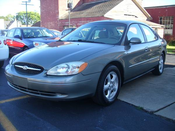 **2003 FORD TAURUS SE**SUPER CLEAN**QUICK AND EASY FINANCING AVAILABLE