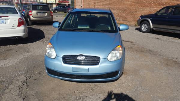 2009 HYUNDAI ACCENT CLEAN TITLE WITH 65000 MILES