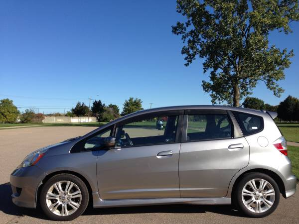 Amazing 2OO9 Honda Fit Sport - Roomy, Frugal, Dependable, Honda!