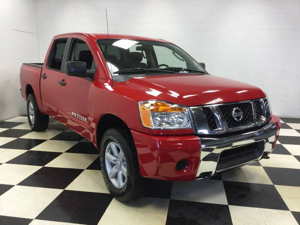2010 NISSAN TITAN SE 4X4 LOTS OF EXTRAS WONT LAST LONG!