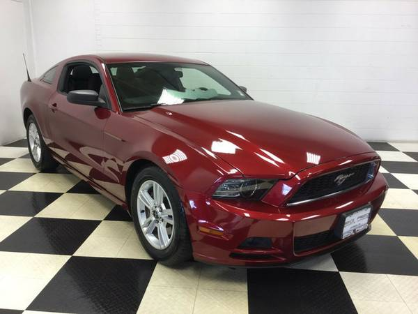 2014 FORD MUSTANG V6 LOTS OF EXTRAS MUSTANG AT A STEAL! GOTTA SEE!