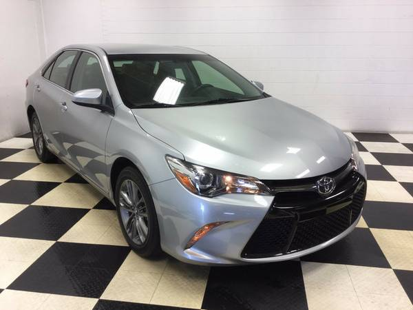 2015 TOYOTA CAMRY SE PKG!! SPORTY SEDAN! 35GPM! BACK UP CAMERA!!