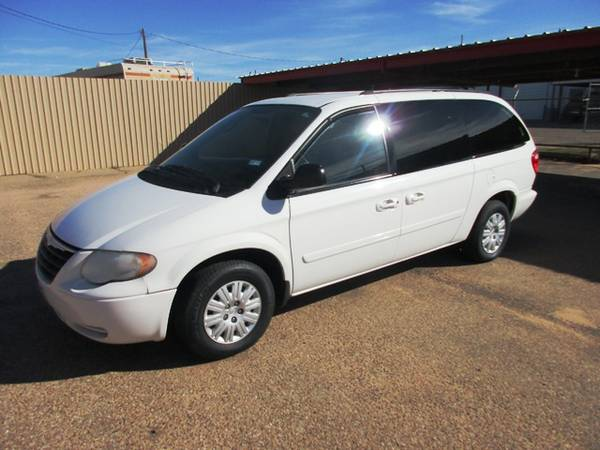 2005 Chrysler Town & Country LX St#129126