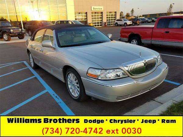 2003 *Lincoln Town Car* Executive 4dr Sedan (Titanium)