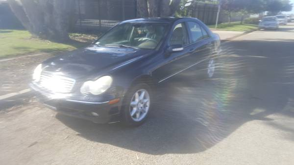 2001 Mercedes Benz C320 sedan just smogged and serviced commuter gas s